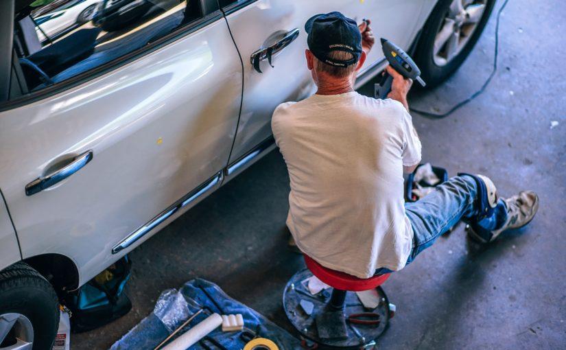 Jak wykorzystywać aerozole techniczne w warsztacie samochodowym?